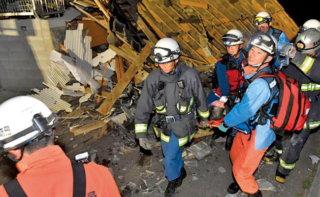 建物倒壊現場での救助活動