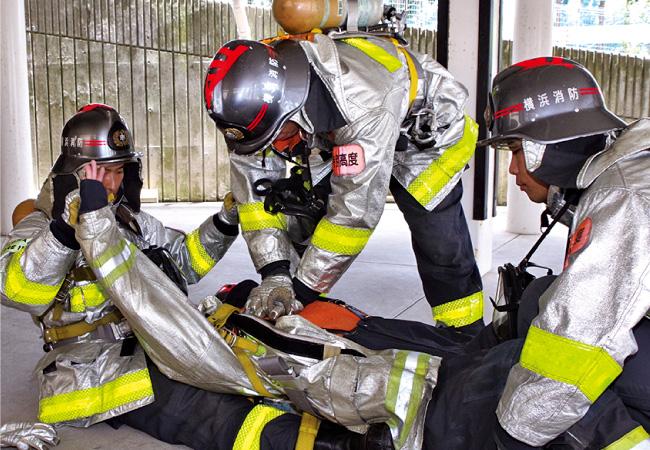 防火衣・空気呼吸器の脱装